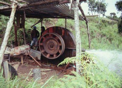 手作りの水車小屋
